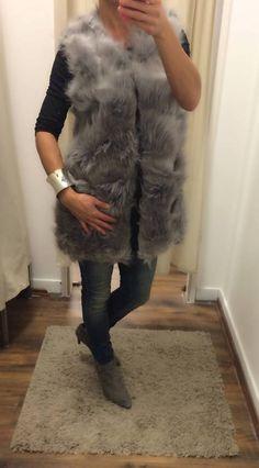 Szupertrendi szőrös mellény a hidegebb napokra. Keresd a Gotti fashionben!