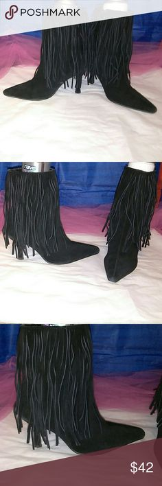 Like new amazing size 9 Great w/fringe Amazingly gorgeous heels with built in fringe size 9. Shoes Ankle Boots & Booties