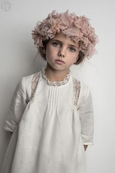 spring fashion child looks like kenz Little Girl Dresses, Girls Dresses, Flower Girl Dresses, Inspiration Mode, Stylish Kids, Girls Accessories, Kids Wear, Baby Dress, Cute Kids