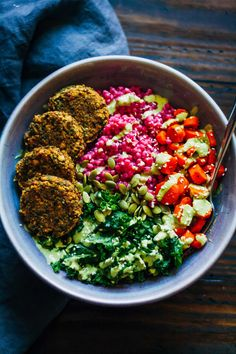 31 Vegan Clean Eating Weight Loss Recipes for February Vegan Winter Buddha Bowl // Since Winter is so dark and grey all time, how about we make our food colorful and vibrant? Good for your soul and body. Clean Eating Recipes, Healthy Eating, Healthy Vegan Meals, Healthy Grains, Clean Foods, Eating Raw, Eating Clean, Vegan Clean, Vegetarian Recipes
