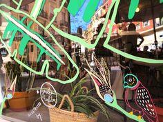 Tropicalia para Dulce de Leche, colaborando en el Circuito de les Arts (Festival de les Arts)IlustraciónWindow Painting_En Mayo, un mes antes del Festival de les Arts de Valencia, tiene lugar el Circuito de les Arts, una iniciativa para ofrecer actividades creativas en tres barrios diferentes de la ciudad de Valencia, como conciertos acústicos, workshops, exposiciones, arte en vivo y un largo etcétera.Ruzafa fue el barrio elegido para empezar el circuito. Colaborando con la pastelería y…