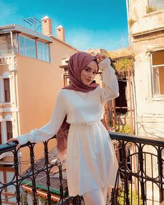 Image may contain: 1 person standing and outdoor Tesettür Jean Modelleri 2020 Source by marjanhamayun outfits muslim Hijab Fashion Summer, Modern Hijab Fashion, Abaya Fashion, Muslim Fashion, Modest Fashion, Fashion Outfits, Korean Fashion, Fashion Tips, Hijab Outfit