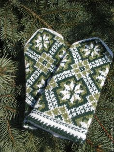 Knitted Mittens Pattern, Knit Mittens, Fair Isle Knitting, Fiber Art, Stitch, Hoods, Crafts, Tricot, Full Stop