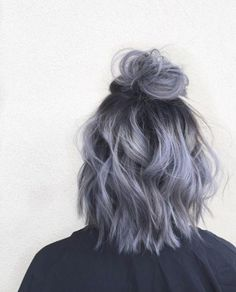 Metallic half-up top knot by April Marie Madsen Metallic-Haarknoten von April Marie Madsen short hairstyles ideas White Ombre Hair, Ombre Hair Color, Cool Hair Color, Ombre Brown, Blonde Color, Blonde Brunette, Short Hair Updo, Curly Hair Styles, Wavy Updo