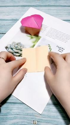 Instruções Origami, Origami Cards, Origami Boxes, Dollar Origami, Origami Bookmark, Paper Flowers Craft, Paper Crafts Origami, Paper Crafts For Kids, Diy Crafts Hacks