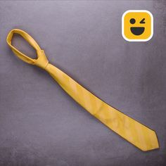 Learn how to properly tie this tie! Learn how to properly tie this tie! Amazing Life Hacks, Simple Life Hacks, Useful Life Hacks, Diy Bow, Diy Ribbon, Couture Cuir, Diy Fashion, Mens Fashion, Diy Clothes Videos