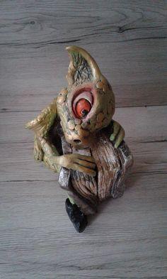 """Keramik Drachen Figur ,, Sirri """" Garten dekorativ, Gartenwichtel,  Fabelfigur Ton Skulptur"""