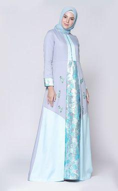 Women's Fashion Dresses, Hijab Fashion, Batik Muslim, Dress Batik Kombinasi, Moslem Fashion, Model Kebaya, Hijab Trends, Batik Dress, Quinceanera Dresses