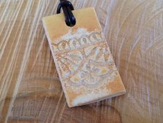 Dentelle ocre rectangle - pendentif en céramique - pièce unique Product Page, Unique, Ceramic Pendant, Sliding Knot, Lace, Necklaces
