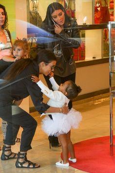 Kourtney Kardashian Photos - Kim and Kourtney Kardashian Take Their Daughters to the Mall - Zimbio