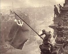 Imagen sobre la toma del Reichstag por el ejército rojo.