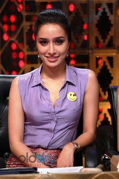 Shraddha Kapoor, Bollywood actress, Shraddha Kapoor makeup, shraddha kapoor pictures,shraddha kapoor wallpapers, bollywood celebrity, Shraddha Kapoor in Indian outfit, Indian outfits of bollywood celebrities