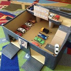 Boş bir karton kutu aslında çocukların yaratıcılığını arttırmak ve hoş vakit geçirmelerini sağlamak için mükemmel bir yardımcıdır. Şimdi elinize makası, yapıştırıcıyı alın ve harika oyuncaklar yapmaya başlayın. Kartondan araba garajı, kartondan fotoğraf makinesi ve kartondan kediler yapın.