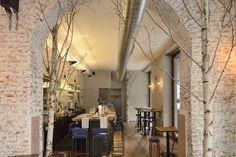 Ristorante Madera Milano. Interni effetto raw nel caffè-ristorante rinnovato da Studio R19.