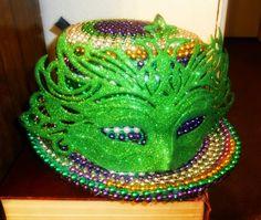 Modern Colors Two: Leprechaun turned Mardi Gras! {easy $5 DIY Mardi Gras Hat}