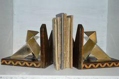 ANCIENNE PAIRE DE SERRE LIVRES BRONZE ART DECO - http://www.lesbrocanteurs.fr/annonce-antiquaire/ancienne-paire-de-serre-livres-bronze-art-deco/