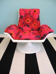 Vintage MID CENTURY MODERN Swivel Chair with Marimekko Fabric. $695.00, via Etsy. Egg Chair, Sofa Chair, Swivel Chair, Marimekko Fabric, Mid-century Modern, Mid Century, Fancy, Interior, Room