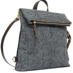 Wanderlust Classic - Herringbone man bag in grey Harris Tweed can be conve. männer 2019 grau Wanderlust Classic – Herringbone man bag in grey Harris Tweed can be conve… Harris Tweed, Diy Bag Man, Diy Bag With Zipper, Denim Bag, Fabric Bags, Handmade Bags, Handmade Leather, Bag Making, Purses And Bags