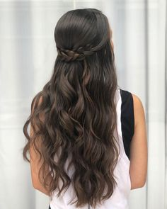 65 Women's Easy Hairstyles Step By Step DIY - The Finest Feed Are you feeling bored with your regular look? If you are, then you gotta change it quickly. Checkout these Easy DIY Hairstyles for Women. Easy Hairstyles For Medium Hair, Box Braids Hairstyles, Braids For Long Hair, Long Curly Hair, Loose Hairstyles, Hairstyle Ideas, Thick Hair, Brunette Wedding Hairstyles, Quince Hairstyles