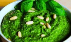Make This Homemade Pesto Sauce to Support Detoxification, Boost Immunity and Lose Weight Homemade Pesto Sauce, Steam Veggies, Healthy Herbs, Zucchini Noodles, Seaweed Salad, Palak Paneer, Superfoods, Basil, Ale