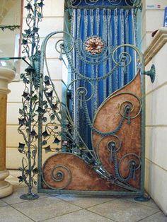 The second volume of this unique set showcases gates, railings and fences of ... piehtoolco.com