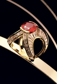 Inel din aur 18 kt cu rubin si diamante, Scavia, cu pretul la cerere - Elle.ro