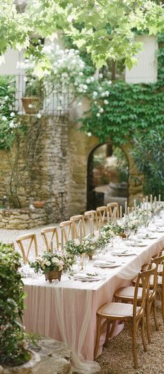 Wedding Flowers The reception took place in the inner courtyard of Petit Hopital, where tables lined with blush linens by La Tavola Fine Linen ---An Elegant Garden Wedding in Southern France Courtyard Wedding, Garden Party Wedding, Back Garden Weddings, Weddings In Gardens, Weddings In France, Wedding France, Wedding Backyard, Wedding Dinner, Summer Weddings