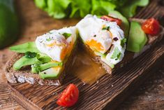 One of the best parts about the keto diet is discovering how delicious low-sugar snacks loaded with healthy fat can be. Case in point: a keto fat bomb. While it doesn't sound like a low-carb diet food, these guys are packed with nutritious ingredients. How To Make A Poached Egg, Perfect Poached Eggs, Healthy Sandwiches, Delicious Sandwiches, Salmon Y Aguacate, Nutrition, Best Breakfast Recipes, Low Carb Diet, All You Need Is