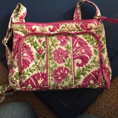 Vera Bradley cross body bag Cute pattern cross body with a front pocket for credit cards and ID Vera Bradley Bags Crossbody Bags