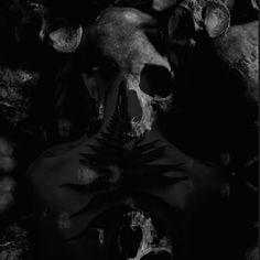 #wattpad #novella Belső hangok és a tudat, ami ketté hasad. Egy szörnyeteg monológja, az ember egyik legrosszabb felének gondolatai, ahogy én képzelem; röviden. Art, Art Background, Kunst, Performing Arts, Art Education Resources, Artworks