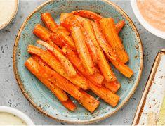 Μπέικον Καρότου   Συνταγή Carrot Sticks, Tasty, Baking, Vegetables, Food, Store, Alternative, Bakken, Essen