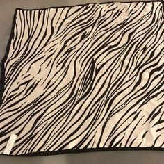 Jones New York Accessories | Jones New York Black White Animal Print Silk Scarf | Poshmark New York Black And White, Black White, Animal Print Scarf, Women Accessories, Ootd, Silk, Things To Sell, Black And White, Women's Accessories