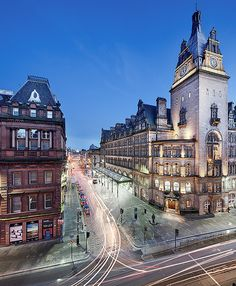 Gordon Street and the mighty front facade of Central station at night. Glasgow, Scotland (by NRG Smith Photography)