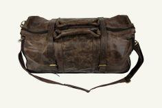 iese wunderschöne elegante Reisetasche von RheinRausch ist wahrlich etwas Besonderes und verleiht Individualität! Sie ist aus langlebigen Kalbsleder gearbeitet und besticht durch ihr klassisch-extravagantes Design der 60er Jahre. Weekender - Lederreisetasche - Botentasche - Kuriertasche - Modstasche - 60Ts Tasche - Männertasche - Ledermännertasche - braune Ledertasche - RheinRausch Design