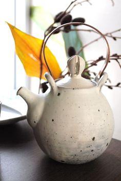 山田隆太郎「粉引土瓶」の詳細ページです。