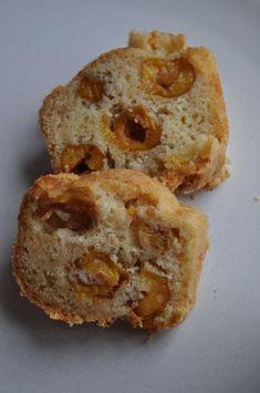 Ah la magie d'internet... Il y a quelques années une de mes collègues avait apporté un gâteau au travail, gâteau que j'avais adoré pourtant sans chocolat, c'est pour dire si il m'avait impressionnée ! Ma collègue m'avait donné les ingrédients rapidement... Mini Croissants, Gateaux Cake, Muffin, Bread, Breakfast, Internet, Pains, Dire, Food