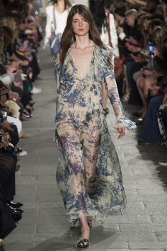 Philosophy di Lorenzo Serafini Spring 2016 Ready-to-Wear Fashion Show - Jessica Burley