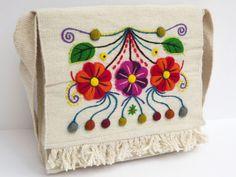 morral con bordado ayacuchano,peruano Mexican Embroidery, Embroidery Motifs, Learn Embroidery, Embroidery Designs, Embroidery Techniques, Bargello, Crochet, Cross Stitch, Quilts