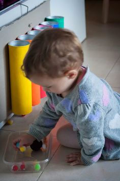 4 Juguetes DIY Montessori para tu peque - Tigriteando Color Montessori, Diy Montessori, Montessori Activities, Infant Activities, Activities For Kids, Eyfs, Diy For Kids, Ideas Para, Playroom