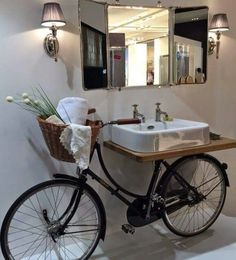 Веоосипед в интерьере Pour un style traditionnel mais original, récupérer votre vieux vélo et faites en un superbe plan vasque ! Unique Bathroom Sinks, Bathroom Sink Design, Rustic Bathrooms, Bathroom Interior, Bathroom Ideas, Repurposed Furniture, Diy Furniture, Bicycle Decor, Bicycle Sink