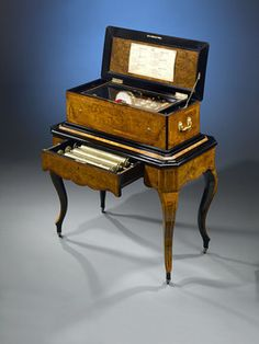 Antique Music Boxes, Swiss, Six Cylinder Music Box If anyone ever needs to know what to get me for Christmas or birthday this is it. Antique Music Box, Antique Boxes, Vintage Music, Steampunk Movies, Steampunk Festival, Music Words, Music Machine, Boxing Today, Metal Comb