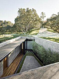 Una villa che rispetta gli alberi Una villa che rispetta gli alberi, con vista mozzafiato verso un  canyon naturalmente non può mancare anche una piscina. http://www.impresabruschetta.it/la-piu-bella-architettura-del-mondo/