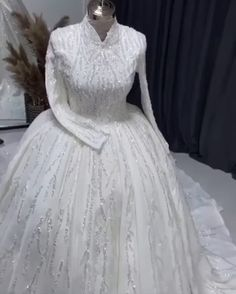 Ball Dresses, Ball Gowns, Evening Dresses, Headpiece Wedding, Wedding Gowns, Dress Rings, Wedding Ring Bands, Dress Outfits, Indian