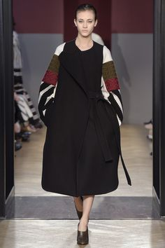 Sportmax Fall 2016 Ready-to-Wear Fashion Show. Inspired by traditional blouses from Bucovina