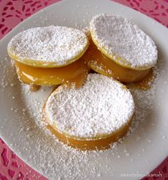 sweets by sillianah: Chilean Alfajores for my Chilean Valentine! Chilean Desserts, Chilean Recipes, Chilean Food, Chi Chi, Latin American Food, Thinking Day, Kitchen Recipes, I Love Food, Baked Goods