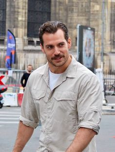 Yeah I just said that you stop Parisian traffic with your gorgeous self Cavill...lol!! ;)