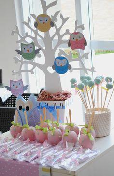Mesa de doces para festa de Coruja