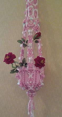 Macrame Design, Macrame Art, Crochet Pillow Pattern, Macrame Plant Hangers, Diy Furniture Projects, Macrame Patterns, Macrame Bracelets, Flowers Nature, Handmade Home