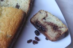 Cinnamon Raisin Bread by Coconut Contentment, Paleo, Nut-Free. Unfortunately not egg free, so it's not AIP friendly. Baking With Coconut Flour, Coconut Flour Recipes, Coconut Milk, Pain Aux Raisins, Cinnamon Raisin Bread, Mets, Gluten Free Baking, Paleo Baking, Paleo Dessert