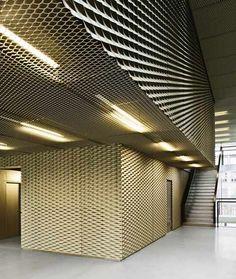 Exceptional Überall Streckmetall! Das Material Wird Hier Als Wand  Und Als  Deckenverkleidung Verwendet. Perforated Design Ideas